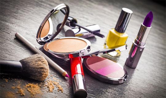 خرید محصولات آرایشی از خانومی